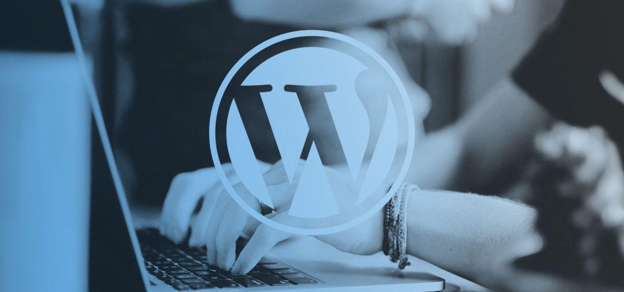 om wordpress –bild på dator och wordpress logotyp